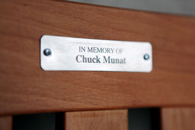 Plaque on the Chuck Munat memorial bench